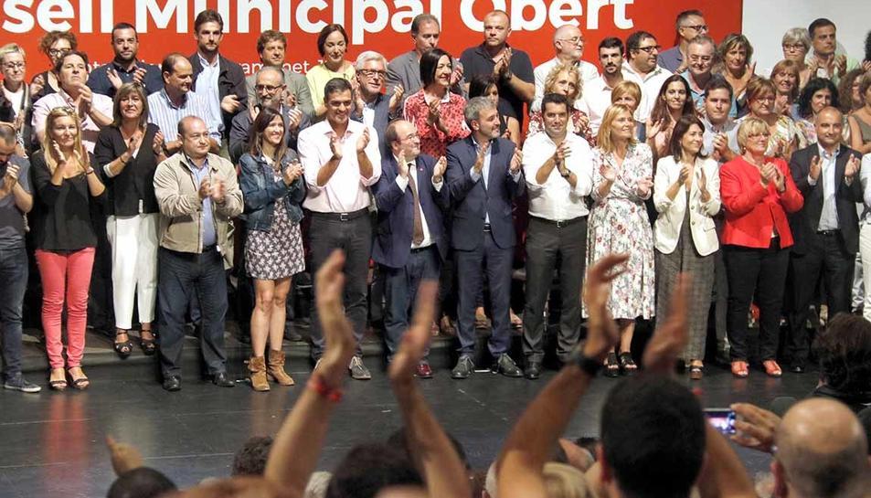 Foto de família després del Consell Municipal Obert del PSC.