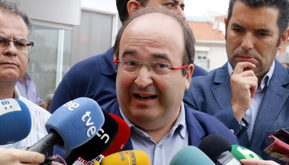 Primer pla de Miquel Iceta, atenent els mitjans de comunicació el 14 de setembre de 2017