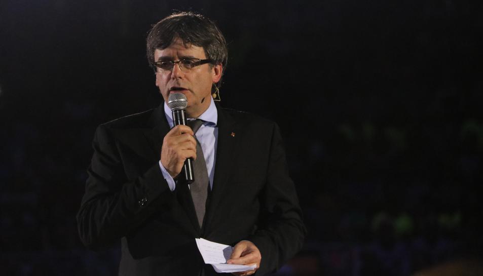 Primer pla del president del Govern, Carles Puigdemont, parlant durant l'acte d'inici de campanya del referèndum a la TAP. Imatge del 14 de setembre de 2017