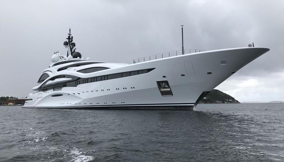 Una imatge de l'AlLusail, que està atracat al Marina Port Tàrraco