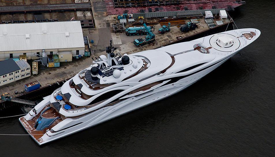 El vaixell té 124 metres d'eslora.
