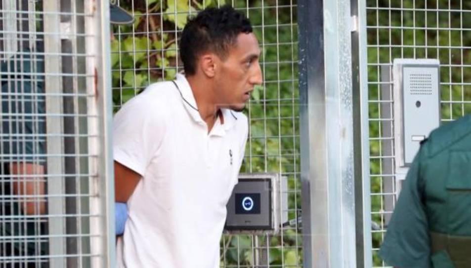 Driss Oukabir sortint de les dependències policials de Tres Cantos de Madrid, des d'on es va traslladar a l'Audiència Nacional per declarar davant el jutge el passat mes d'agost.