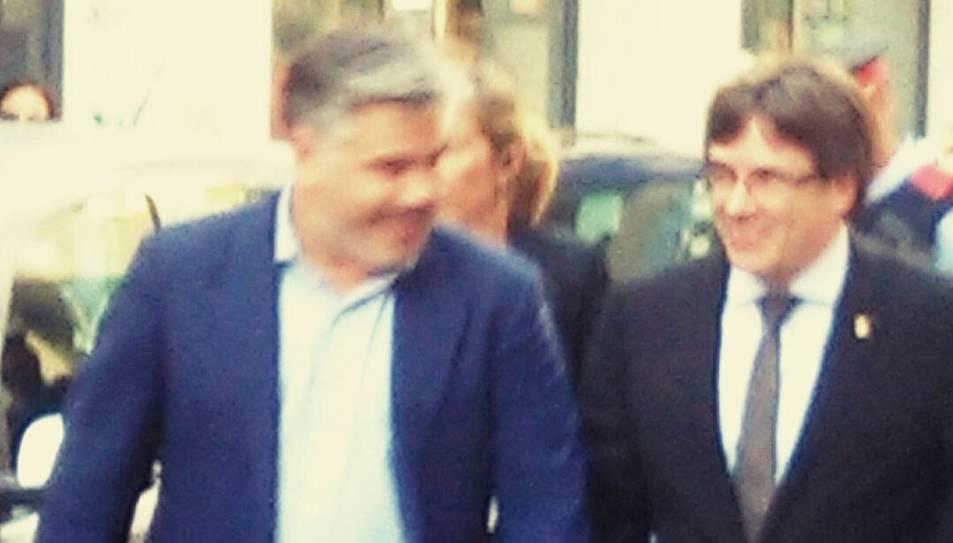 Puigdemont amb l'alcalde de Valls, Albert Batet.