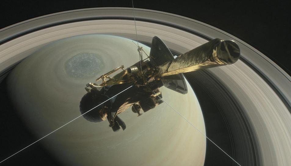 Imatge de l'última capbussada de la nau Cassini a Saturn.