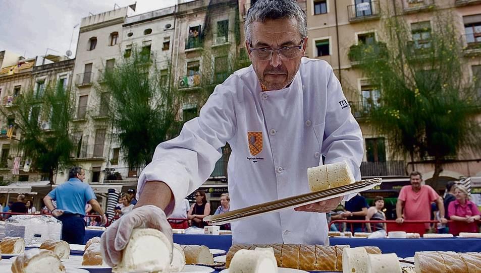 El pròxim dimecres es repartiran 2.000 racions del pastís del Braç de Santa Tecla a la Font.
