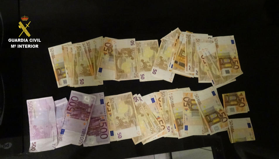 També s'han requisat 6.000 euros en efectiu.