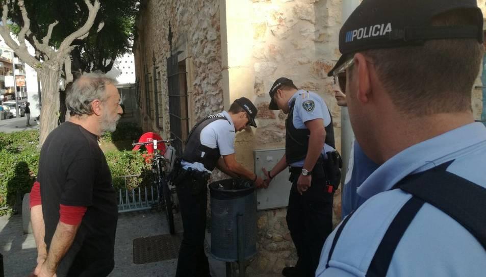 La Policia Local torrenca talla la llum de l'acte de la CUP.