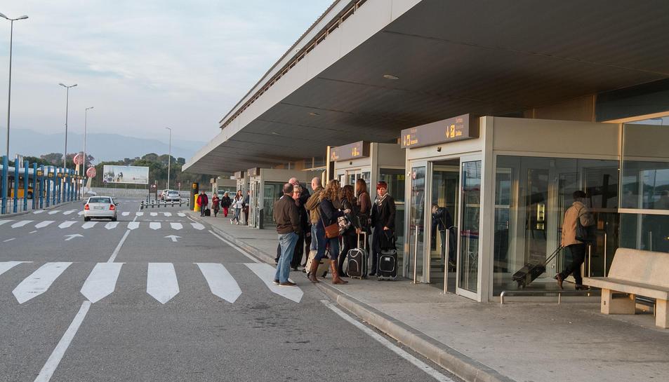 Una imatge del 2015 de passatgers que van ser desviats a Reus.