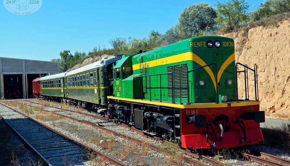 Imatge del tren Lo Caspolino que ha estat restaurat per a fer el recorregut turístic entre la Costa Daurada i l'Ebre.
