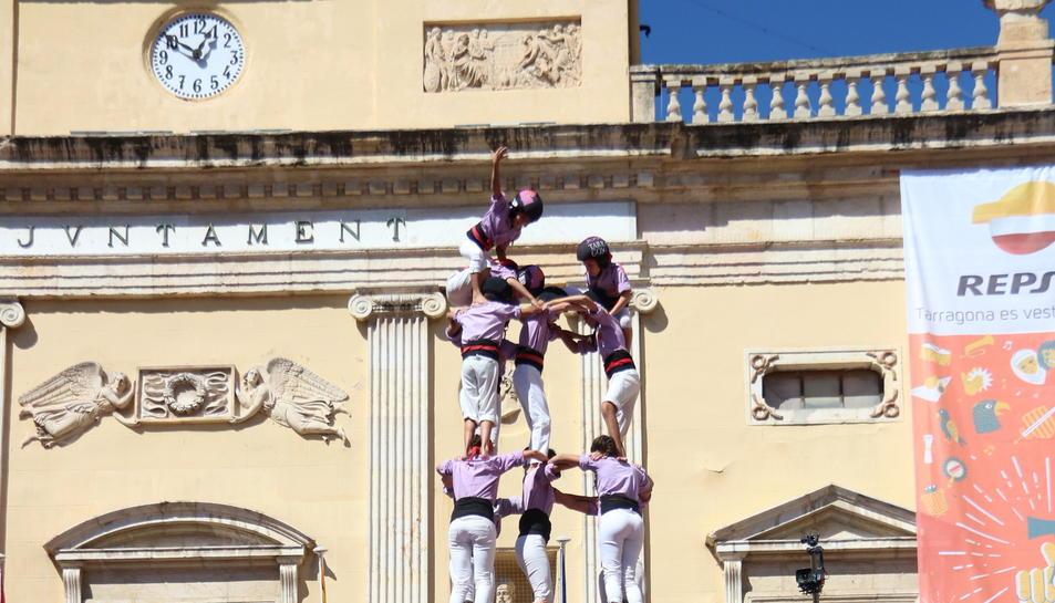 Cinc de nou amb folre descarregat per la Colla Jove Xiquets de Tarragona. Imatge del 17 de setembre de 2017