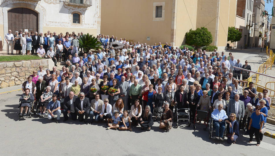 Fotografia de família dels 450 assistents a l'acte.