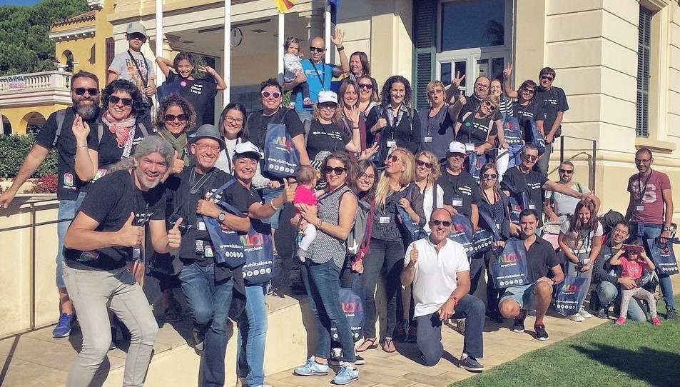 Fotografia de família dels participants a la ruta, que van penjar imatges amb el hashtag #IgersMapSalou a Instagram.