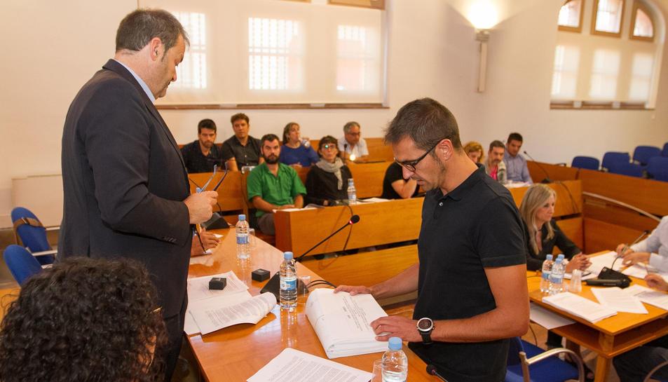 L'alcalde de Vinyols, Arnau Guasch, prenent possessió com a conseller comarcal.