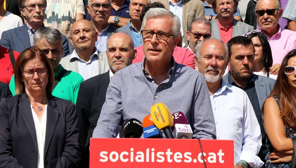 Pla mig de l'alcalde de Tarragona, Josep Fèlix Ballesteros, intervenint en l'acte de suport a alcaldes i regidors socialistes del territori.