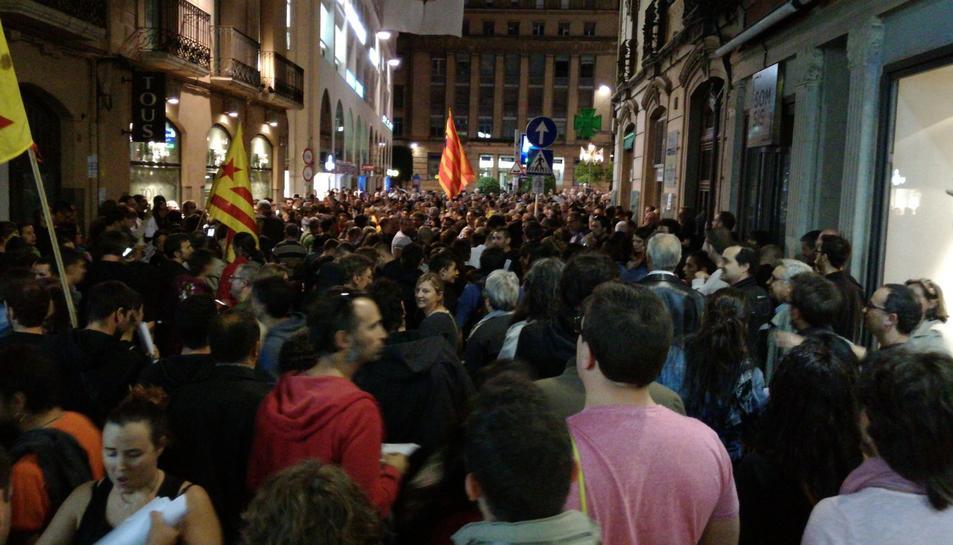 Inici de la concentració al Raval de Jesús amb la plaça Prim.