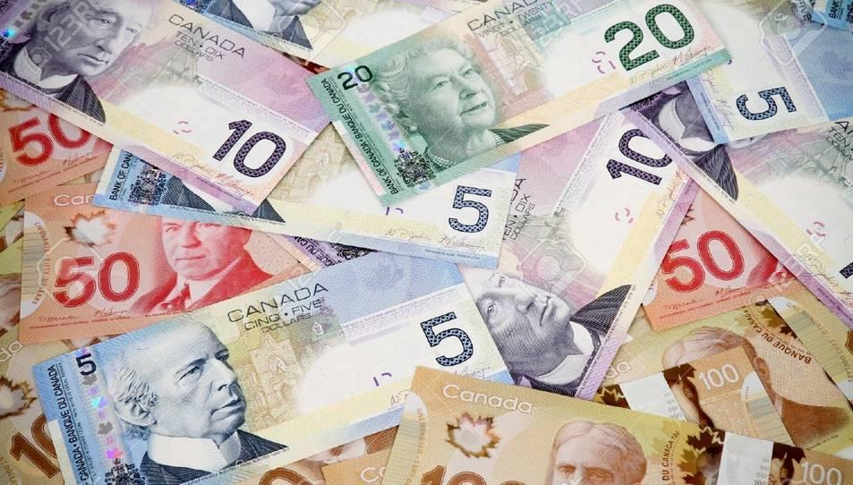 Imatge d'arxiu de dòlars canadencs.