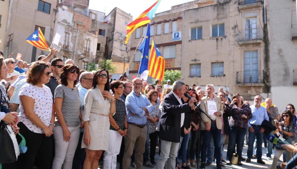 Pla general de la concentració a la plaça Gerard Vergés a Tortosa davant de la delegació del Govern a les Terres de l'Ebre, aquest 20 de setembre de 2017