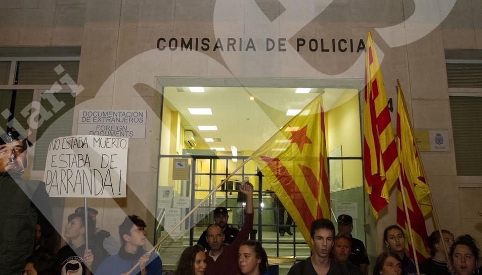 Concentració per la democracia davant l'Ajuntament de Reus (II)