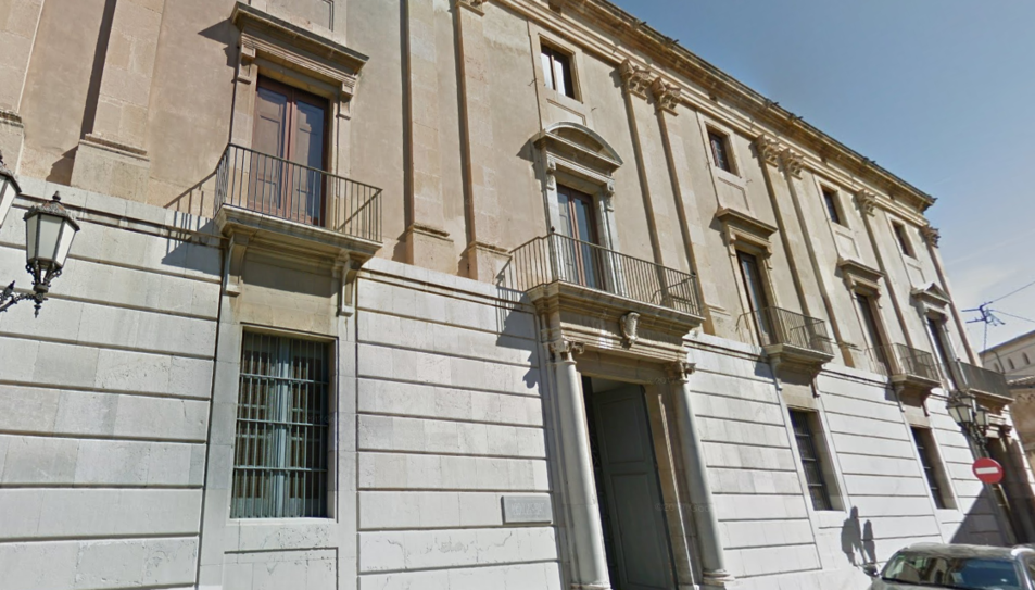 La façana de l'Arquebisbat de Tarragona.