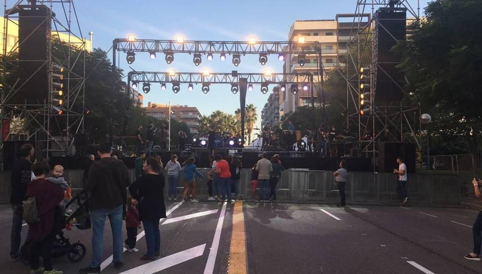 L'escenari està ubicat davant de la Tabacalera, a l'avinguda Vidal i Barraquer.