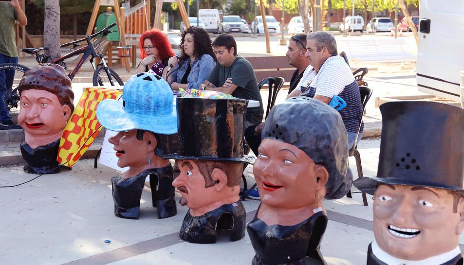 Alguns dels participants en l'acte celebrat la tarda d'ahir dimecres a la plaça del Tarragonès.