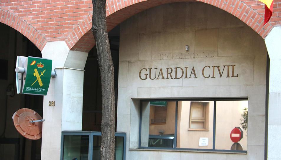 La caserna de la Guàrdia Civil de Travessera de Gràcia, on hi ha una part dels detinguts