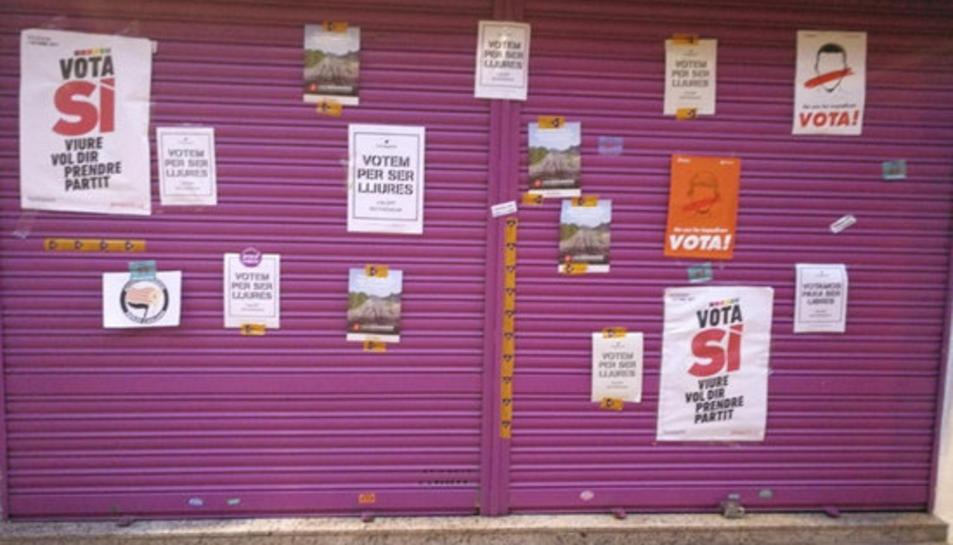 Ciutadans denuncia pintades al comerç dels pares del líder del partit, Albert Rivera, a Granollers.