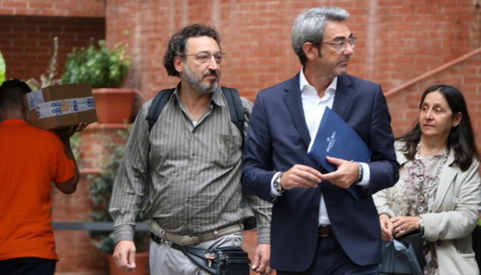 Pau Furriol, vinculat a les naus que emmagatzemarien material electoral, surt en llibertat de la caserna de Travessera de Gràcia de la Guàrdia Civil, el 21 de setembre del 2017.