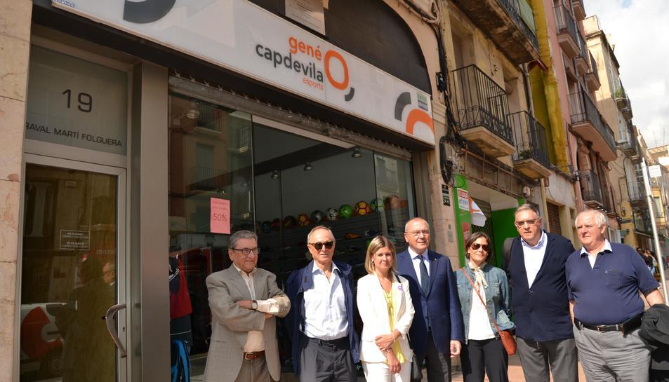 La descoberta de la placa a la casa natal del doctor Alexandre Frias ha estat presidida per l'alcalde de Reus, Carles Pellicer.