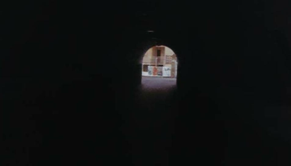 El pas subterrani es troba al carrer Estació de Coma-ruga.