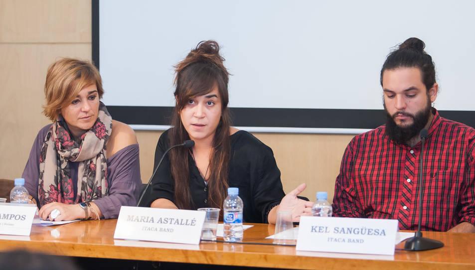 Maria Astallé i Kel Sangüesa, membres d'Itaca Banda, durant un moment de roda de premsa d'aquest divendres.