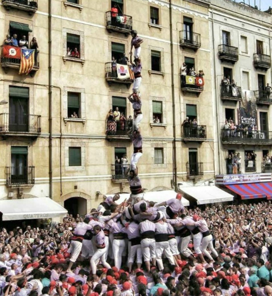 3de9 amb folre i agulla de la Colla Jove Xiquets de Tarragona a la diada de Santa Tecla.