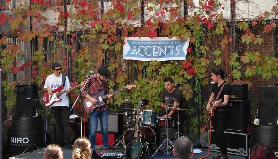La banda 4Hiverns va obrir divendres del Festival Accents a la terrassa del Centre d'Art Cal Massó.