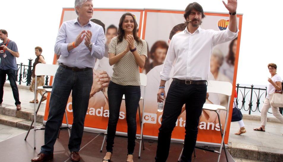 Alonso, a l'esquerra, en un acte de C's a Tarragona.
