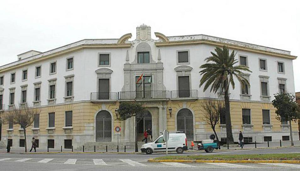 Imatge de la façana de l'Audiència Provincial de Cádiz.