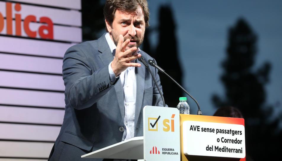 El conseller Comín, durant la seva intervenció en el míting.