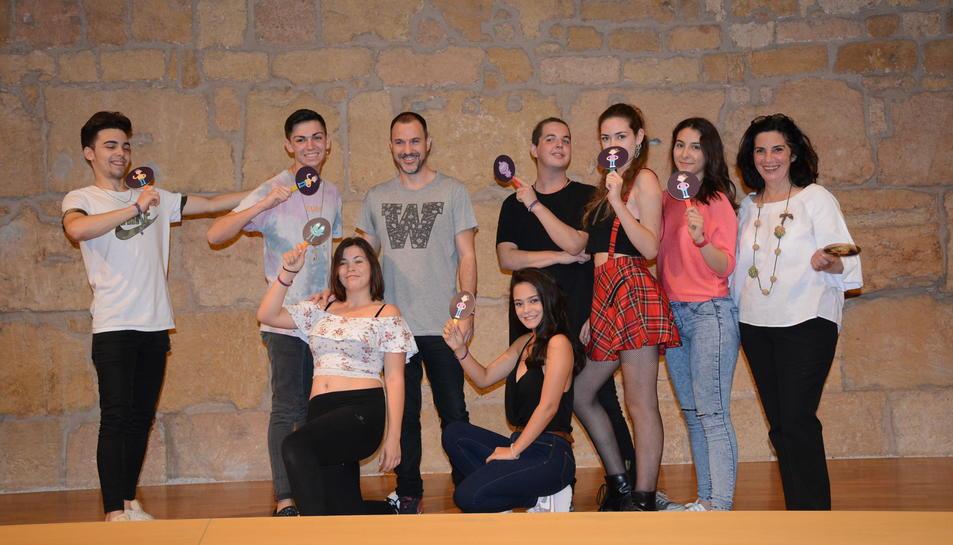 L'espectacle és fruit del treball d'un grup de 7 actors i actrius alumnes dels centres educatius de secundària