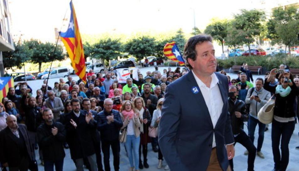 Els alcaldes d'Oliana (Alt Urgell), Miquel Sala,a l'entrada del jutjat de la Seu d'Urgell per la citació pel seu suport a l'1-O.