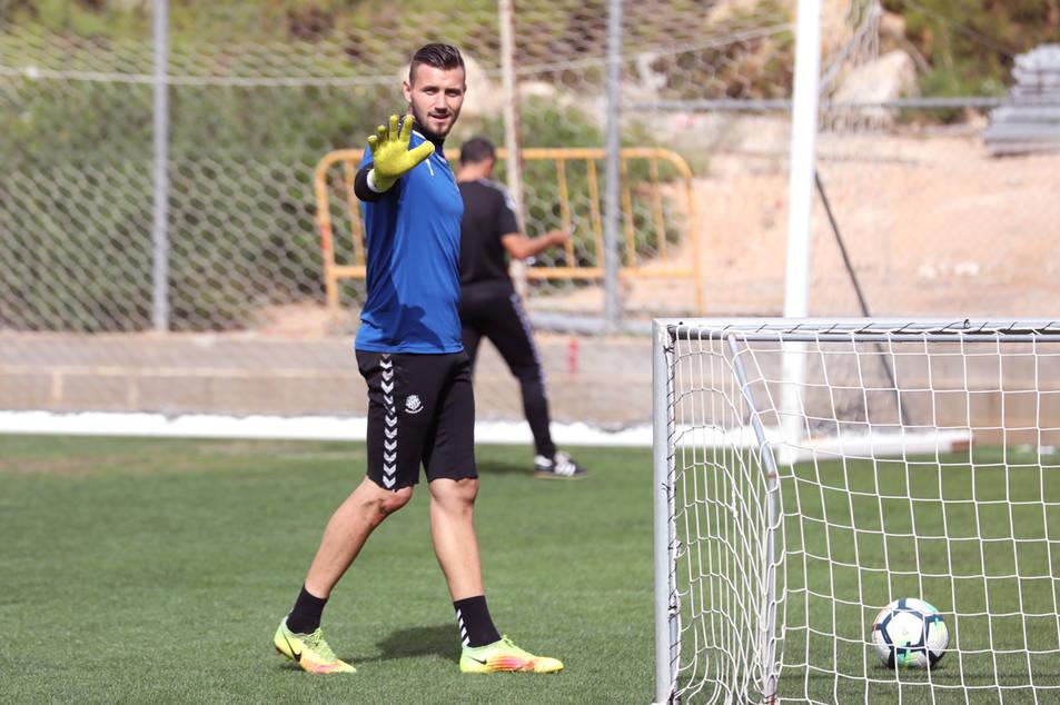 Stole Dimitrievski, durant un entrenament amb el Nàstic la setmana passada a l'annex del Nou Estadi.