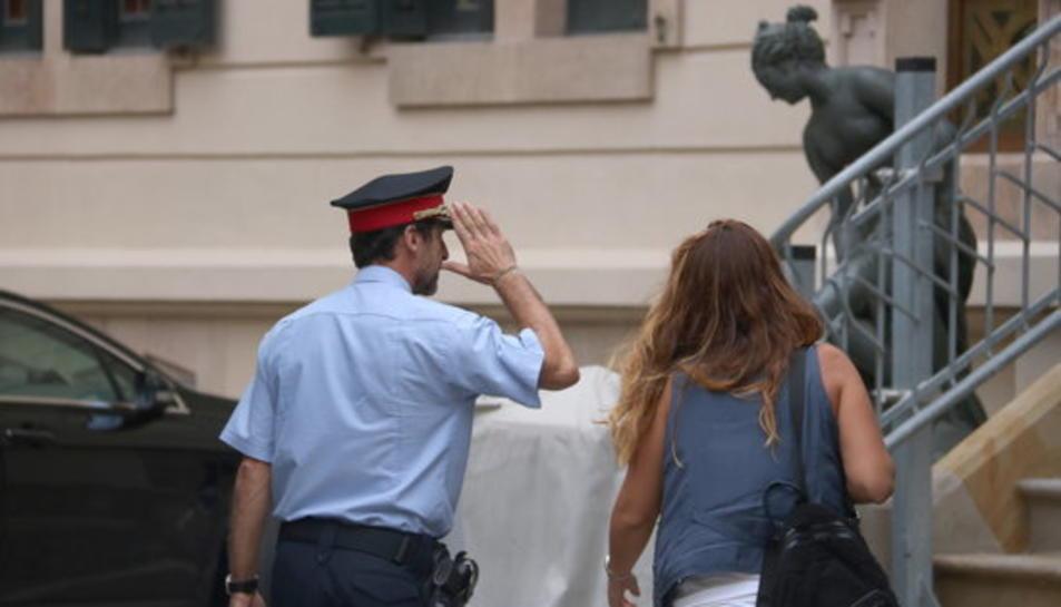 El comissari general de coordinació territorial dels Mossos, Ferran López, arriba a la primera reunió convocada pel coronel de la Guàrdia Civil, Diego Pérez de los Cobos, a la delegació del govern espanyol.