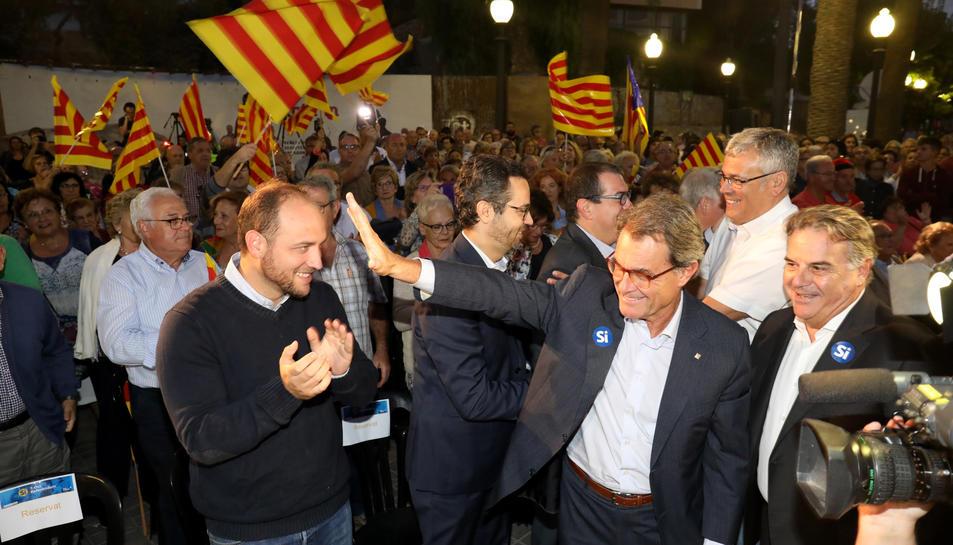 Artur Mas, Jordi Sendra i Joan Miquel Nadal, moments abans de fer la seva intervenció davant unes cinc-centes persones.
