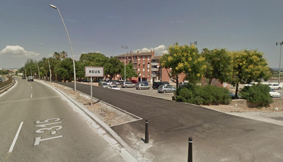 Els fets s'han produït a l'alçada del quilòmetre 2 de l'avinguda Bellissens, davant d'uns habitatges de la zona de Mas Pellicer.