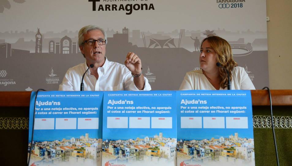 L'alcalde de Tarragona, Josep Fèlix Ballesteros; i la consellera de Neteja, Ivana Martínez.