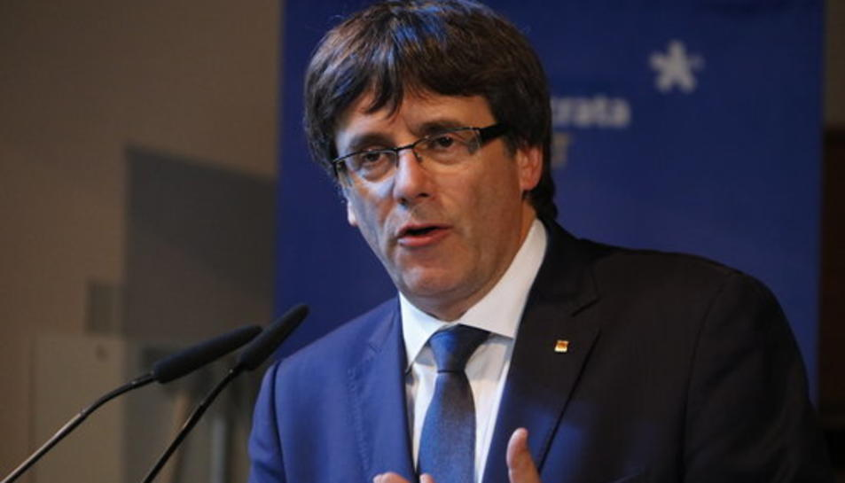 El president de la Generalitat, Carles Puigdemont, durant l'acte de campanya a l'Hospitalet de Llobregat.