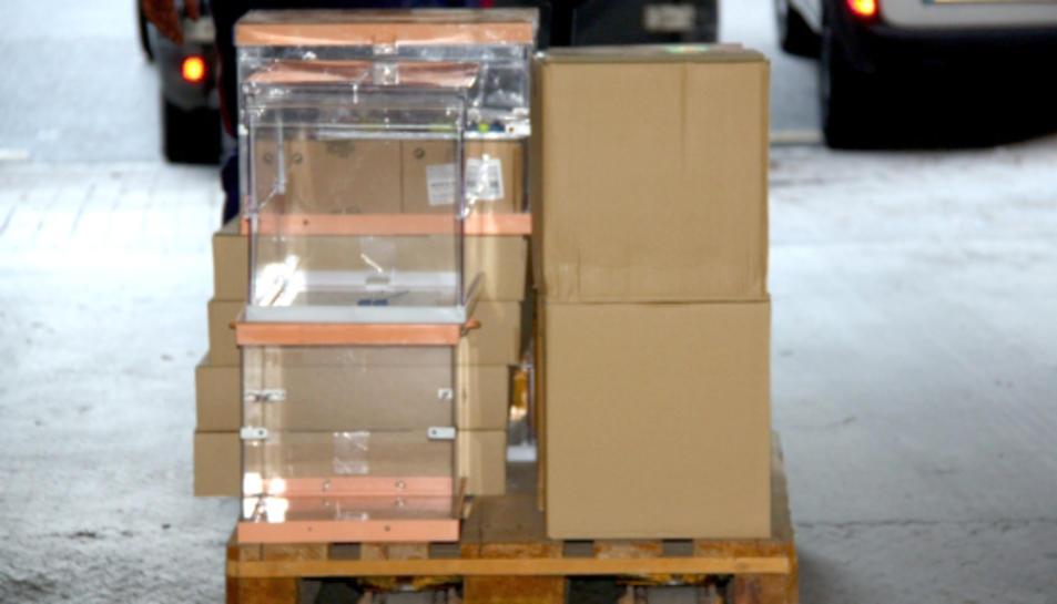 Imatge d'arxiu de la preparació d'urnes per uns comicis electorals, l'any 2013.