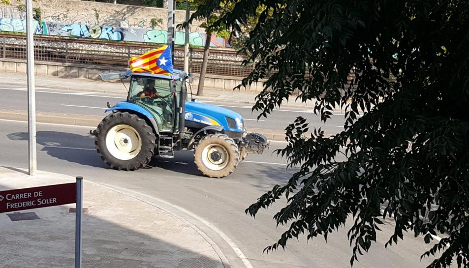 Un tractor arribant a Reus.