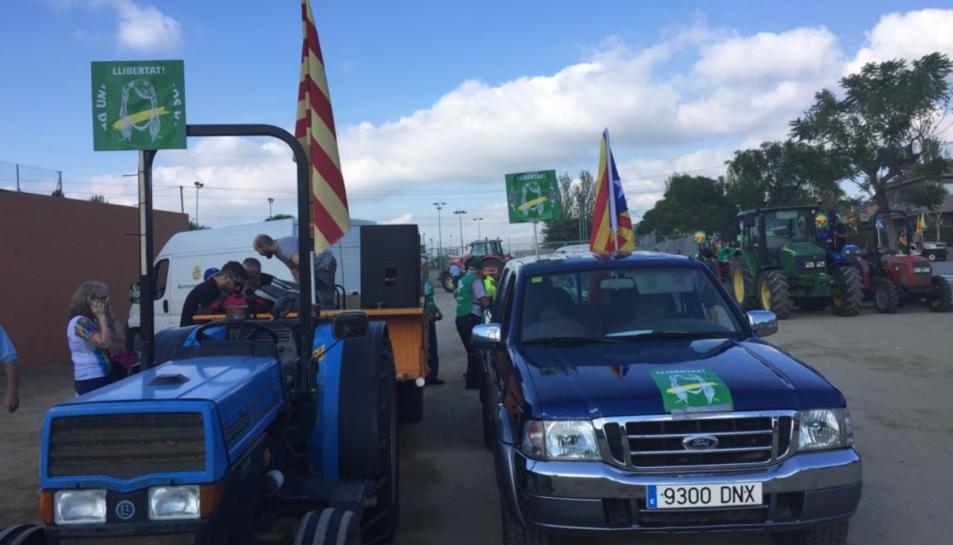 Tractors de Valls i el Morell, que han enfilat el camí cap a Tarragona.