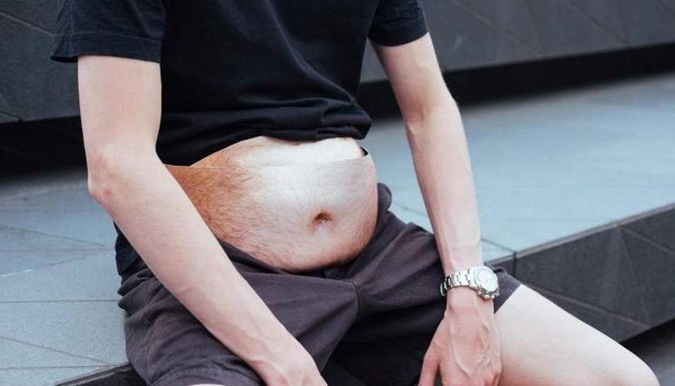 Les ronyoneres, fàcilment ajustables a la cintura de qualsevol, creen la sensació de dur la panxa fora de la samarreta.