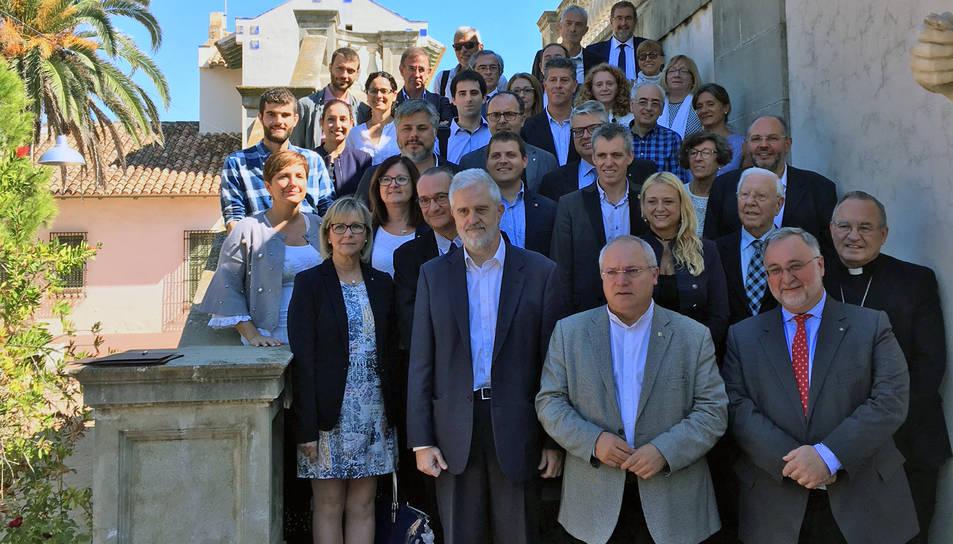 Alcaldes i tècnics amb el conseller de Cultura després de formalitzar-se la creació de la Xarxa Territorial de Museus.