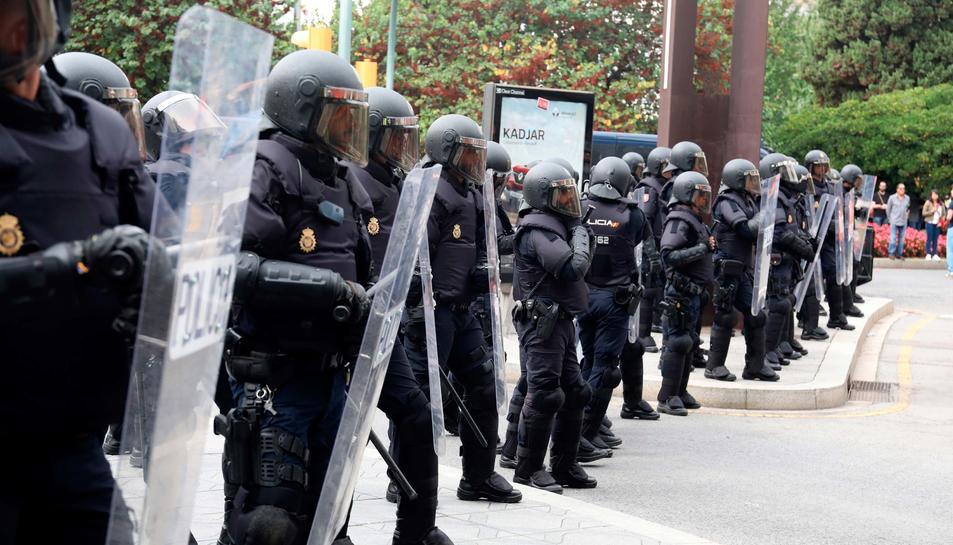 Càrregues policials realitzades per la Policía Nacional a la plaça Imperial Tàrraco després d'intervenir a l'InstTarragona.